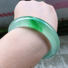 翡翠冰种绿正圈[色] 种色俱佳、完